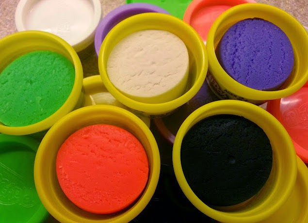 Play-Doh in Halloween Colours for modelling