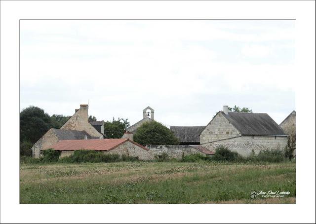 l'église-de-raslay-vue depuis la campagne environnante