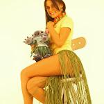 Andrea Rincon, Selena Spice Galeria 13: Hawaiana Camiseta Amarilla Foto 52