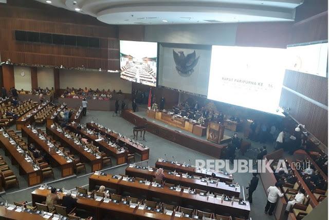 Grogi, Bambang Soesatyo Salah Ucap Sumpah Jabatan