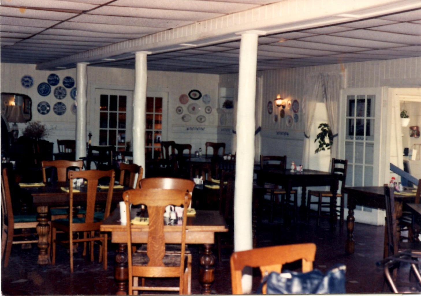 Below Is A Photo Of The Dining Room Por Island Restaurant From 1980s