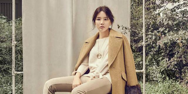di Pemotretan 'Harper Bazaar' Lee Bo Young Terlihat Elegan dan Indah