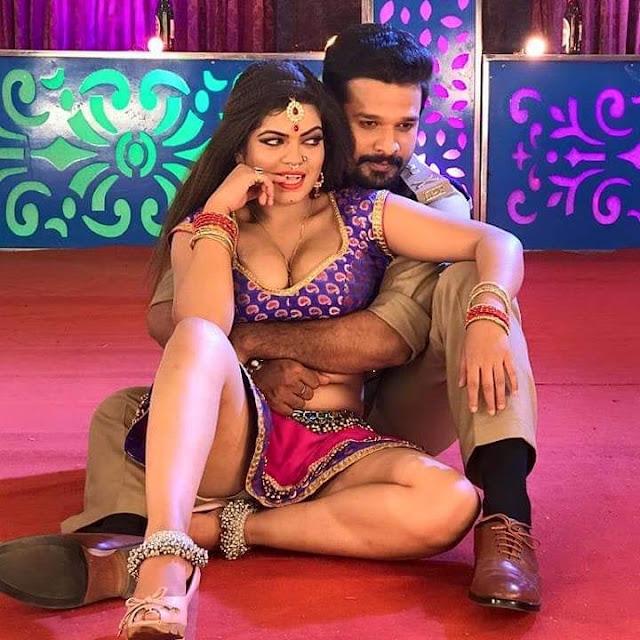 Ritesh Pandey aur Nisha Dubey ka hot look.