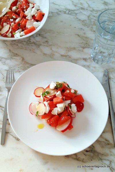 Wassermelonen-Radieschen-Salat mit Minze und Ziegenfrischkäse