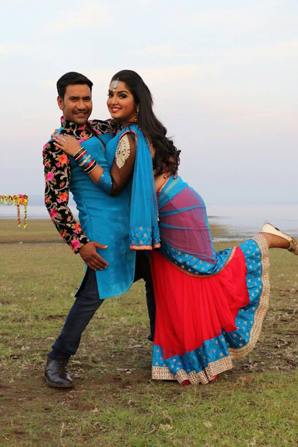 Dinesh Lal Yadav and Amrapali Dubey Song Shoot for Ram Lakhan Photo