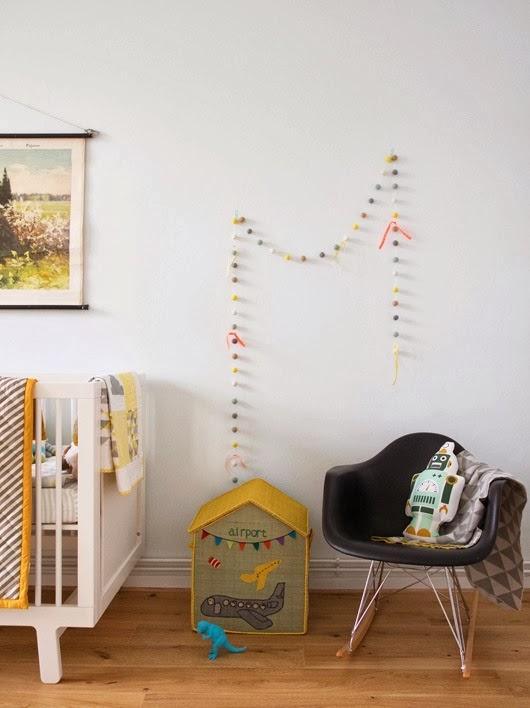 Skandynawski pokoik dla niemowlaka, wystrój wnętrz, wnętrza, urządzanie domu, dekoracje wnętrz, aranżacja wnętrz, inspiracje wnętrz,interior design , dom i wnętrze, aranżacja mieszkania, modne wnętrza, pokój dla dziecka, pokój dla noworodka, pokój dla niemowlaka, styl skandynawski