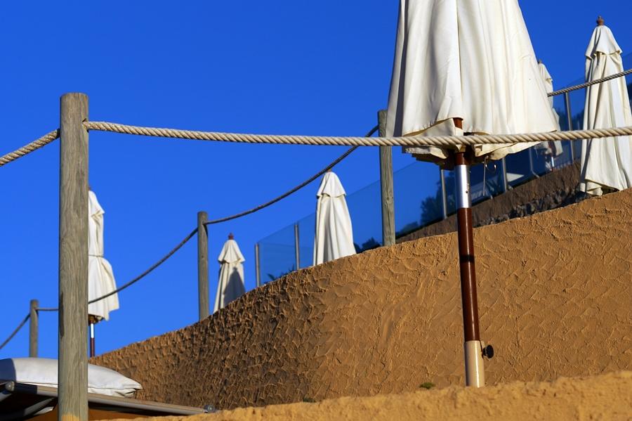 Blog + Fotografie by it's me fim.works - La Isla Blanca Ibiza, Cala Llonga, Blick über die Sonnenterrassen