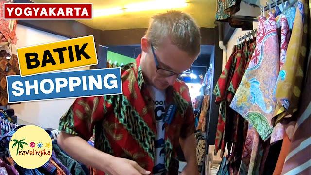 bule belanja batik di malioboro