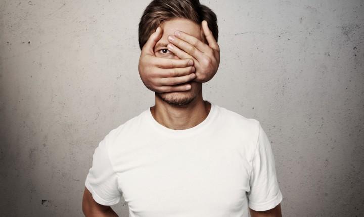 10 Cara Menghilangkan Rasa Pemalu dan Pendiam