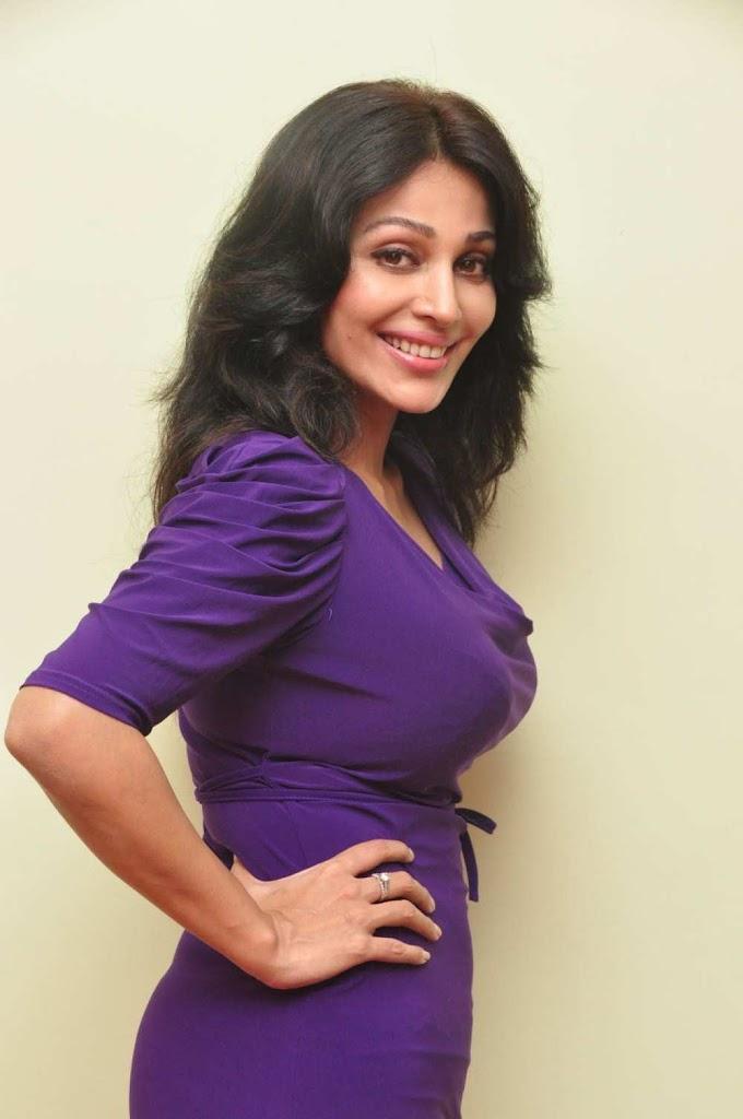 Asha Saini Hot hd images photo gallery stills