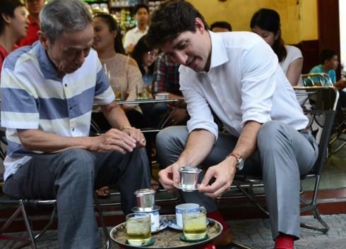 Thủ tướng Canada uống cà phê Vy