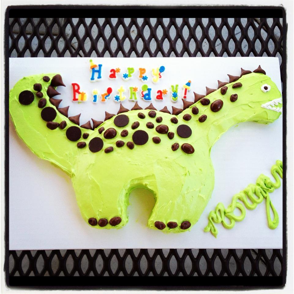 Dinosaur cake tutorial housewives of riverton for How to make a dinosaur cake template