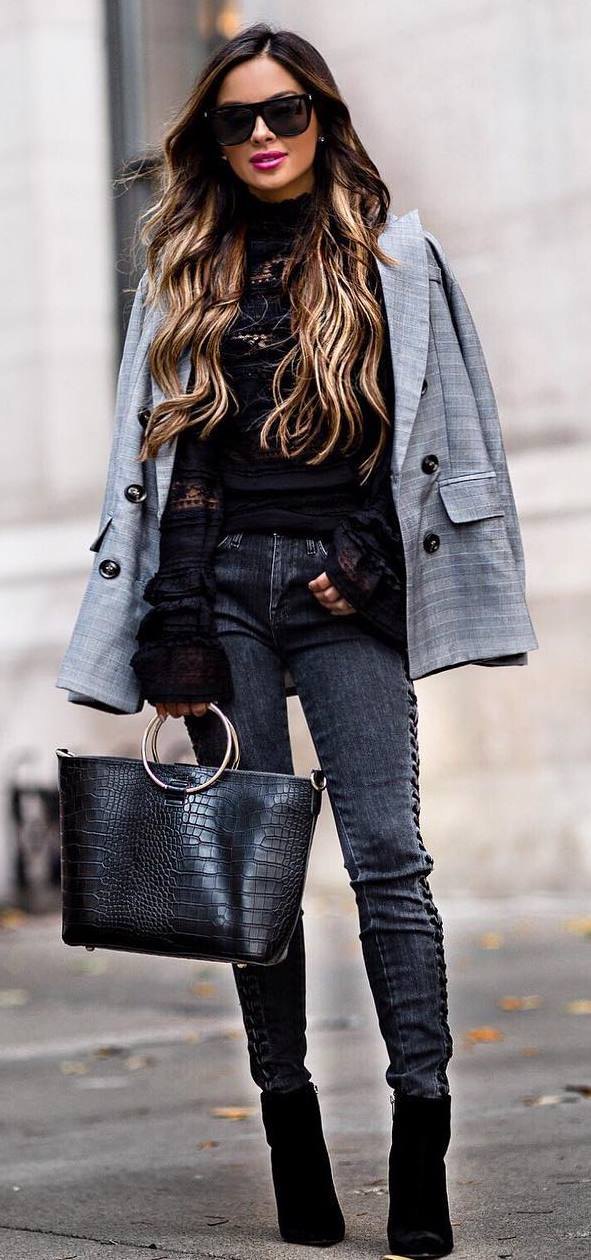 how to wear a plaid blazer : black blouse + skinny jeans + bag + boots