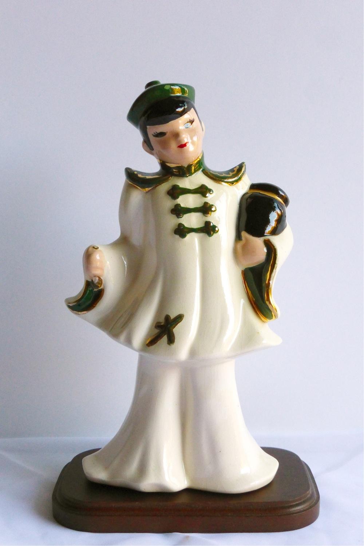 chinoiserie boy figurine, chinoiserie kitsch, oriental boy figurine, asian boy figurine, 1950s chinoiserie figurine, midcentury chinoiserie figurine, midcentury boy figurine, midcentury oriental boy figurine, midcentury asian boy figurine