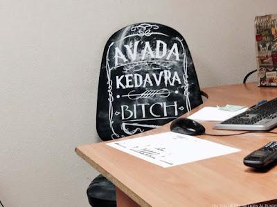 Witziger Bürostuhl mit Spruch - Avada Kedavra Spassbilder von der  Arbeit