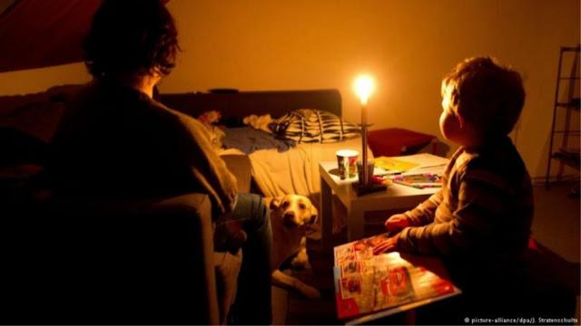 Πάτρα: Κοριτσάκι κάηκε από κερί - Έχουν κόψει το ρεύμα στο σπίτι!