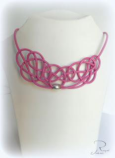 collar nudo rosa