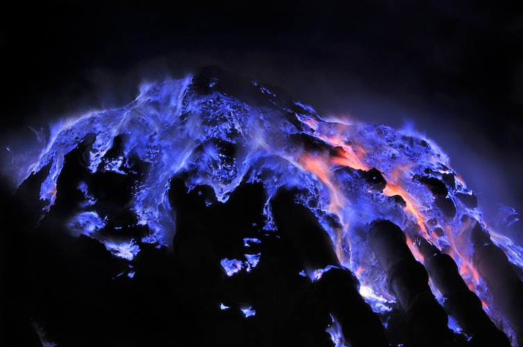 13 Pictures That Prove Mother Nature Is Messing With Us - Blue Lava