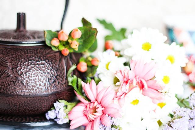 Bouquet de fleur et theière de chine