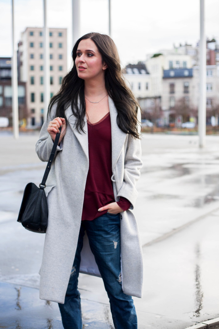 Outfit: maxi coat, boyfriend jeans and chelsea boots