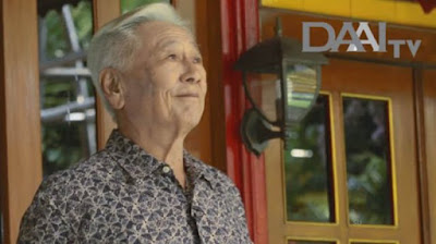 "Biografi dan Profil Hari Darmawan - Pendiri Matahari Department Store      Sebutan ""The Legend"" memang pas buat Hari Darmawan. Lihat saja prestasi bisnisnya selama 40 tahun lebih, siapa yang tidak tahu Matahari, jaringan ritel raksasa di Indonesia ini. Kata matahari bukan hanya diasosiasikan sebagai sumber cahaya dan energi, tetapi juga sebuah ritel yang ada di mana-mana.Pengusaha ini lahir di Makassar pada tanggal 27 Mei 1940. beliau memang dikenal sebagai raja ritel yang mengembangkan Ritel terbesar Matahari di Indonesia. Sejarah berdirinya ritel Matahari ini hingga besar seperti sekarang sangatlah panjang. Berawal dari sebuah toko kecil yang menjual baju bernama Mickey Mouse pada 24 Oktober 1958. Matahari departemen Store pertama dirikan pada tahun 1973.    Hari Darmawan Matahari tidak pernah kering energinya. Hal ini   pula yang membuatnya sukses disamping kecerdasan, kerja keras dan merintis usaha dari skala kecil.Dalam usianya yang sudah senja, beliau yang menerapkan konsep ""tumbuh dari bawah"" masih mampu berkarya. Salah satunya adalah mendirikan ritel yang sangat unik, ""Value Dollar"" dan ""Rumah Matahari"". Value Dollar merupakan usaha yang menjual seluruh barangnya dengan satu harga yaitu lima ribu Rupiah per unit. Sementara Rumah Matahri mempunyai konsep yang kuat dan harga yang juga murah. Sekilas Rumah Matahari seperti ritel Matahari yang didirikan pada tahun 1958 juga, sama-sama tidak menjual s"