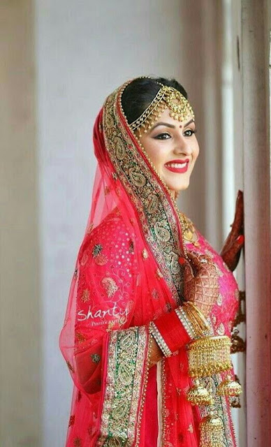 How to pose for Indian Bridal Photo Shoot smile