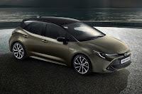 Toyota Auris Hybrid (2019) Front Side 2