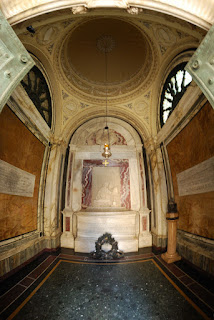 Interno tomba di Dante