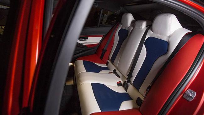 mau sac khong gian noi that cua xe BMW M3 30 Years American Edition tuong tu quoc ki my