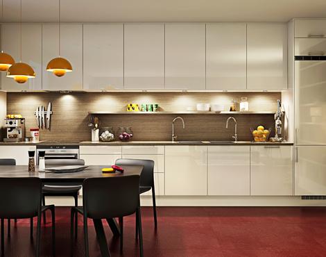 cocina-blanca-con-pared-marron