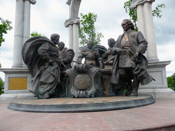 Батурин. Скульптурна композиція «Молитва за Україну»
