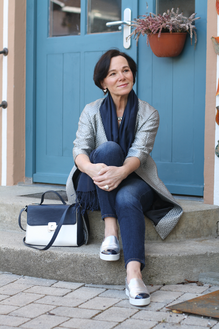 Skinny jeans chic kombiniert mit silbernen sneakers mein for Schuhschrank lady