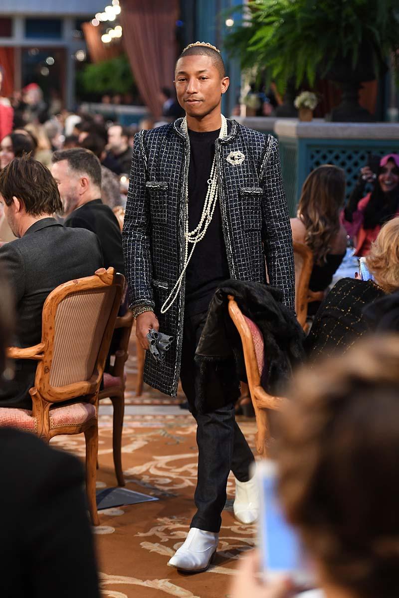 Pharell Williams au Défilé Chanel Métiers d'Art 2016-2017 - Cosmopolite