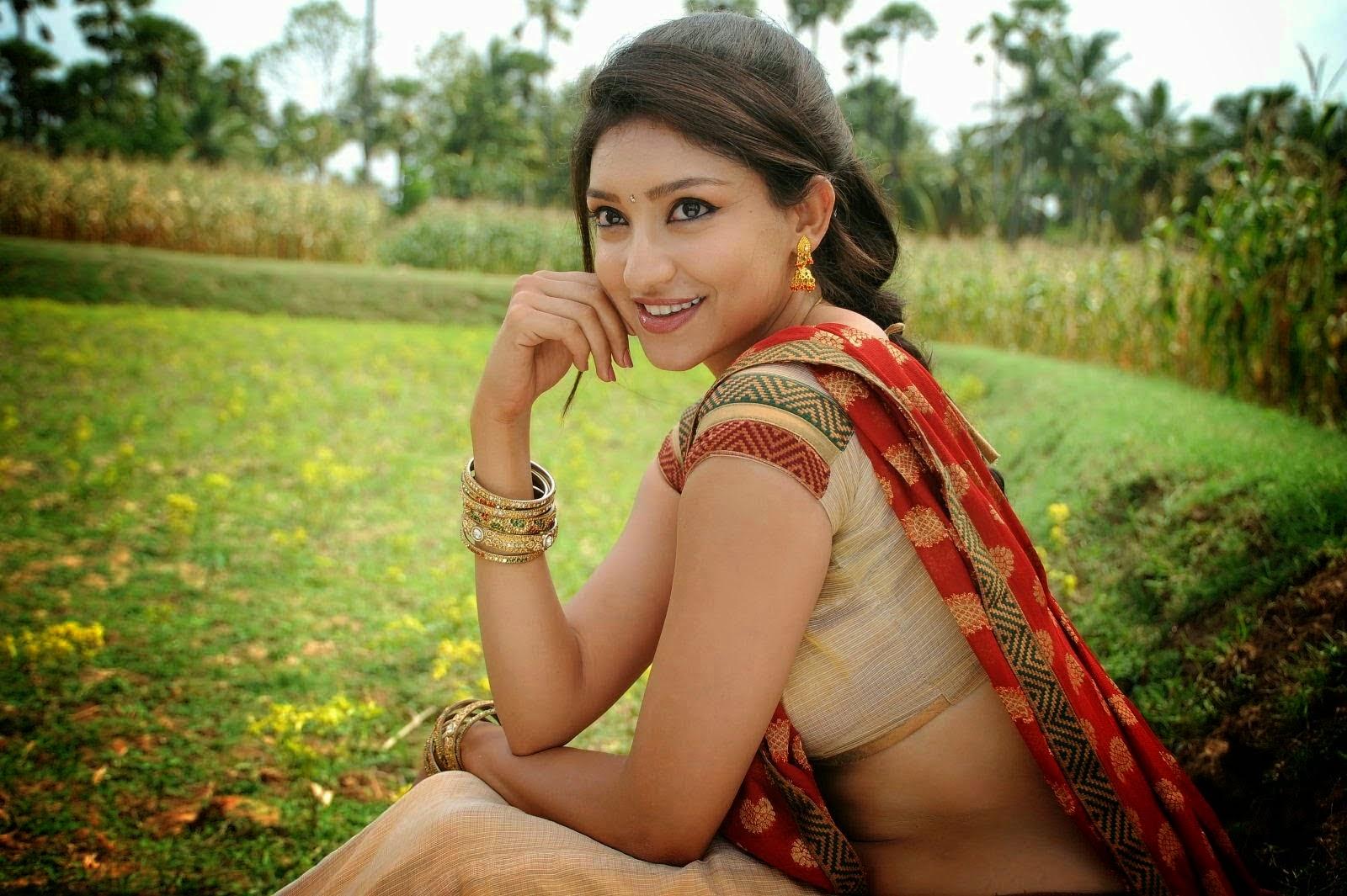 Actress Tanvi Vyas Hot Saree Side VIew Navel Photos