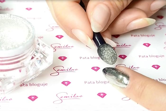 jak nakładać pyłek na paznokcie
