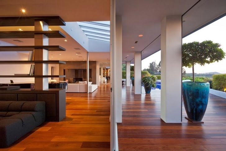 Interior and terrace in Renovated Beverly Hills House by Pablo Jendretzki