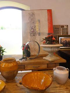 detalle de stand con ventana en el desembalaje de cantabria en torrelavega