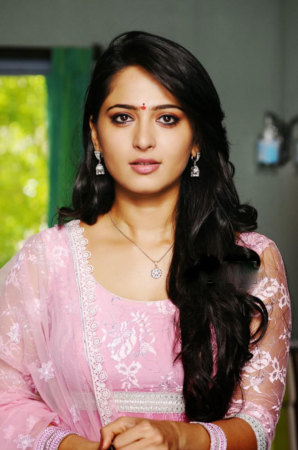 Cute Indian Actress Hd Wallpapers Oh Anushka Shetty Anushka Shetty Looking Cute In Indian