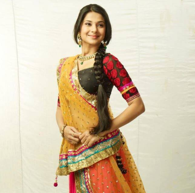 Jennifer Winget Bollywood Fashion Style