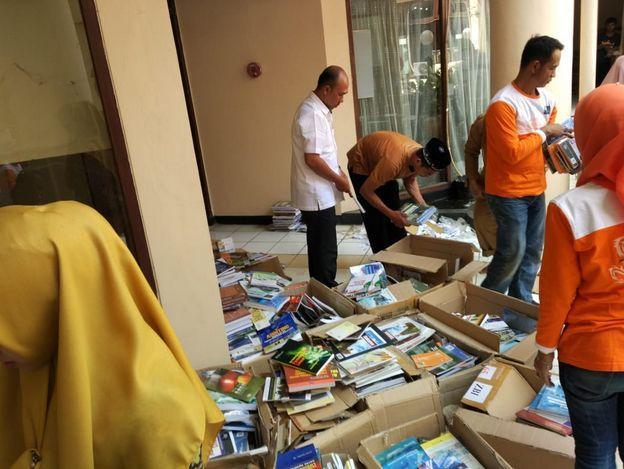 Coba Geh Hari pertama berburu buku Matic Pustaka Pringsewu Mendapatkan Hibah Buku dari UPT Perpustakaan Universitas Lampung