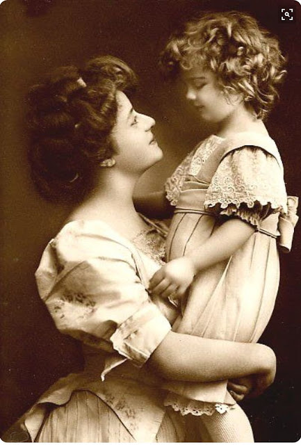 Vintage Photo. A beautiful Edwardian mother holds her little girl. Parenting, A Word to Women by Mrs. C. E. Humphry, 1898. marchmatron.com