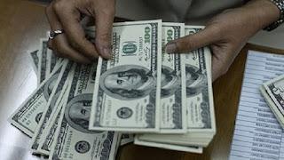 خبير مصرفى  يوضح سبب إستقرار سعر الدولار