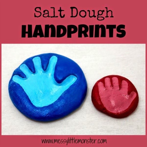 How to make a salt dough handprint keepsake using a simple salt dough recipe. A fun craft for babies, toddlers and preschoolers.