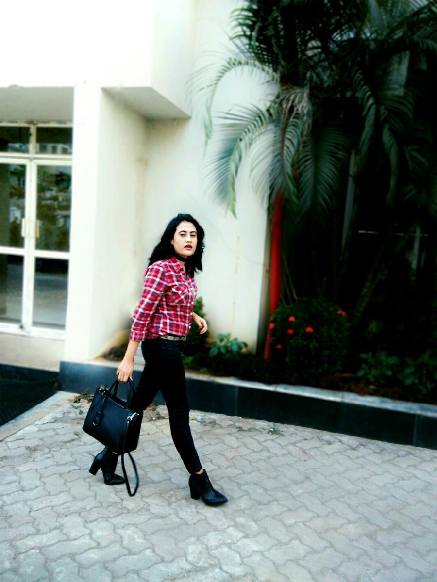 Zara shirt, Levi's denim ,Mango black Boots,Zara black bag