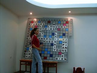 Festival International de Scrabble Francophone Roumanie Poiana Brasov 2004 - Sala, arbitru tablagiu Gabriela Ene
