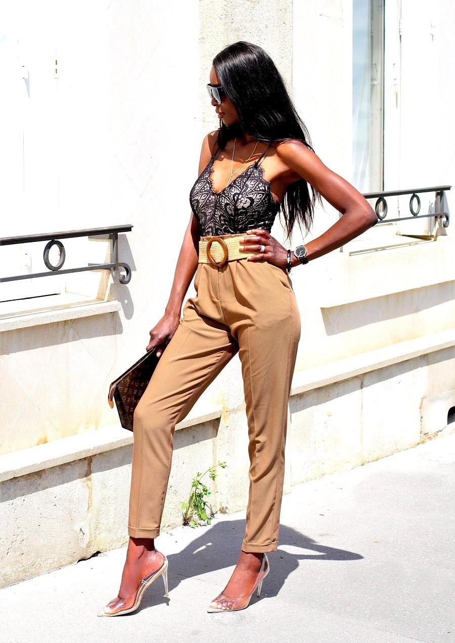 inspiration-tenue-working-girl-body-dentelle-pochette-louis-vuitton-escarpins-pantalon-carotte