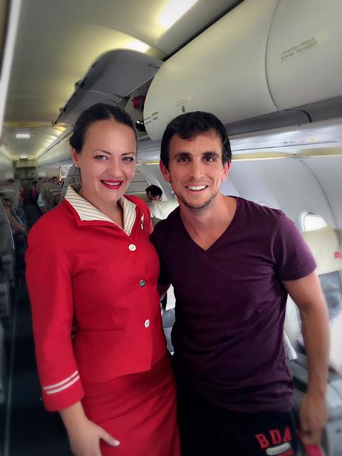 Наталія Ізюменко працює стюардесою в Катарських авіалініях