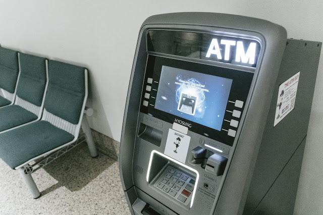 データベースを用いて実現されている金融システムの例