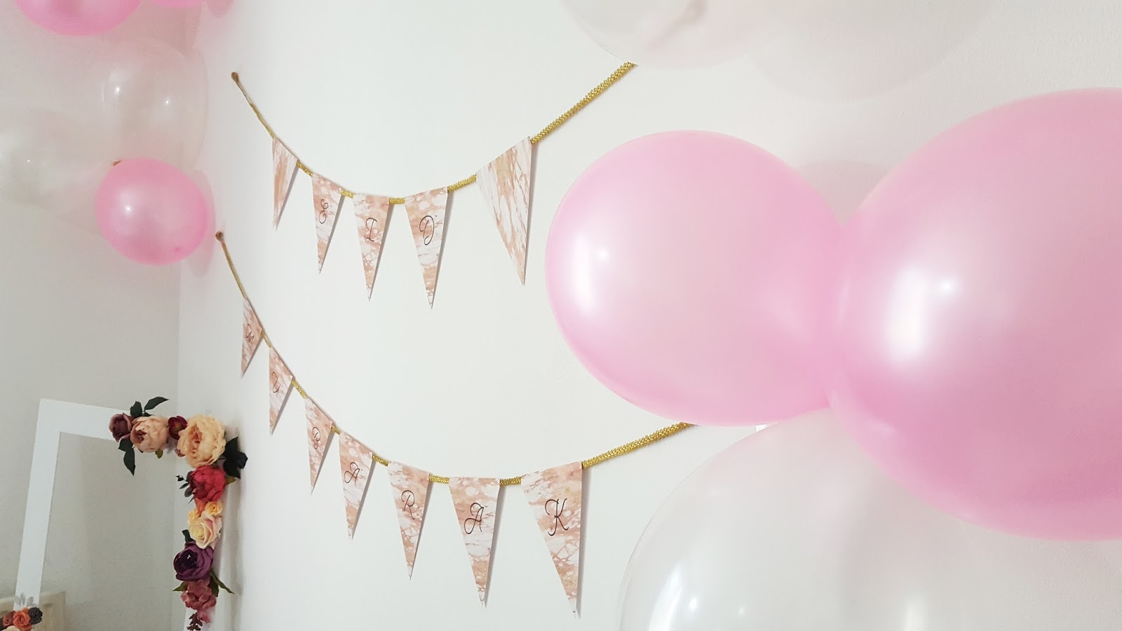 pink and white balloons