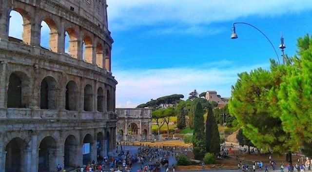 El Coliseo y el Arco de Constantino en Roma